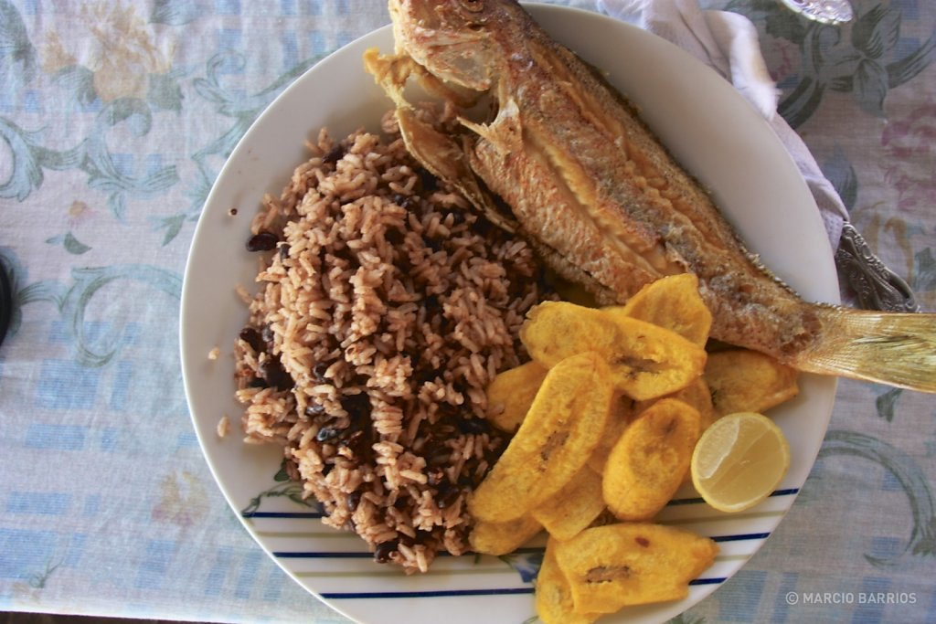Fried fish with red beans and rice, and tajadas